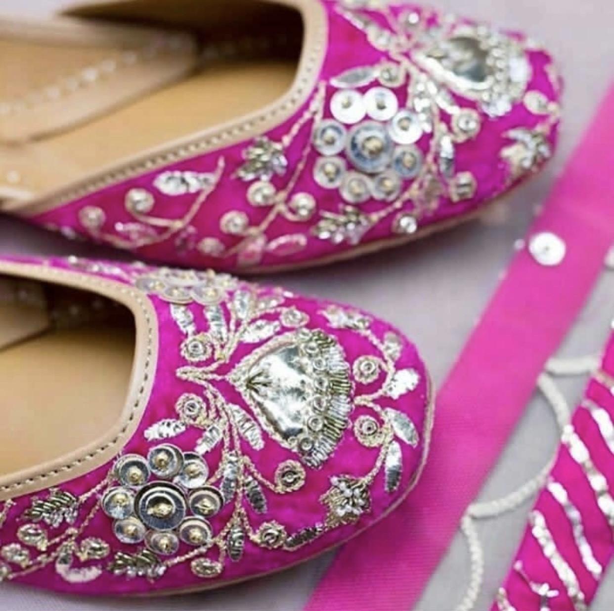 Pink Hue Juttiya